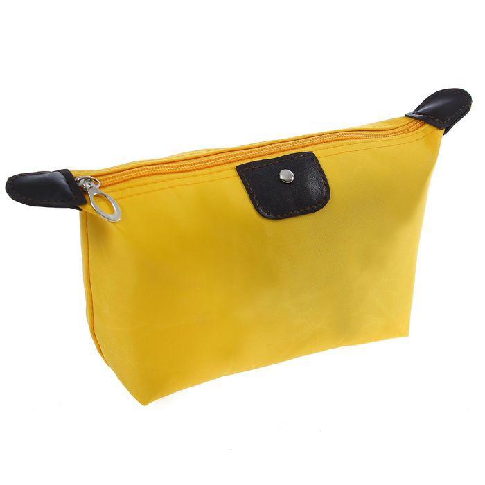 Косметичка-сумочка на молнии, 17х12х7 см, цвет желтыйКосметички<br>Невозможно представить дамскую сумочку без косметички. Если вы не раз сталкивались с тем, что коварный аксессуар не вмещался в сумке или из него выпадала декоративная косметика, то настоящей находкой станет косметичка-сумочка на молнии, 17х12х7 см желтого цвета. Презент имеет привлекательный дизайн и обеспечит вам максимум удобства в использовании!<br>