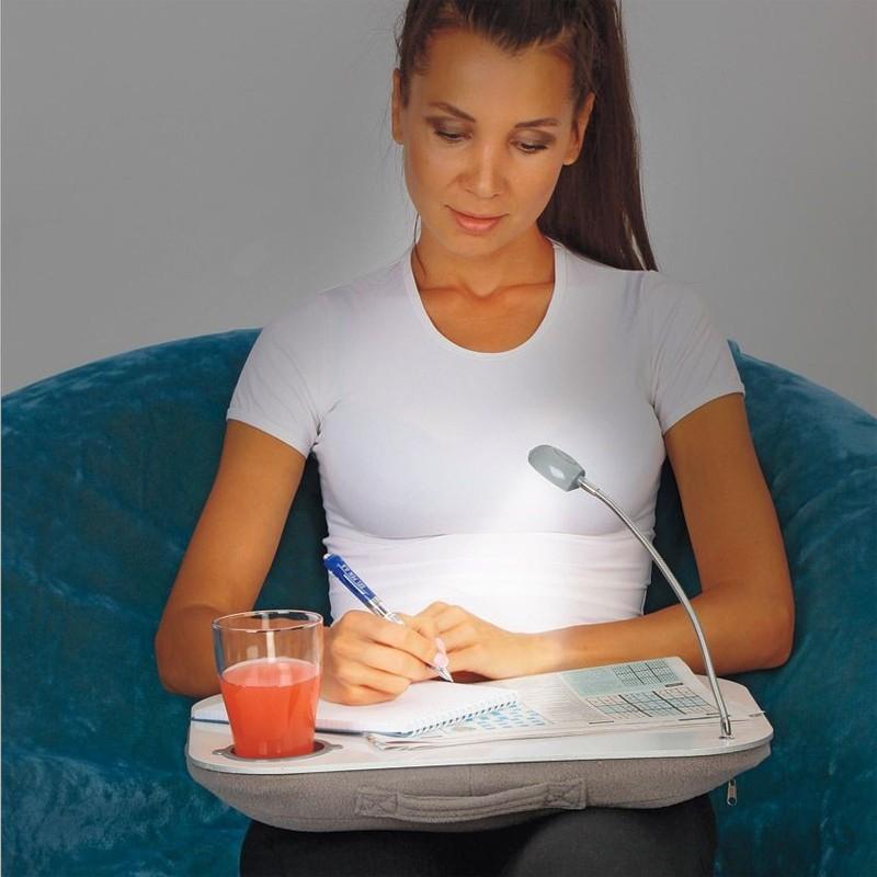 Столик для ноутбука и чтения с мягким низом и лампойСкладные столики<br>Дизайнеры создали самый удобный мобильный столик для ноутбука! Теперь комфортное рабочее место можно организовать где угодно. Ноутбук не перегревается, ноги не затекают. Удобен для чтения.<br>