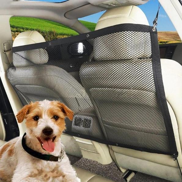 Сетка-барьер для собак в машинуОстальное<br>Приходится часто путешествовать в машине вместе с собакой? Тогда вы знаете, что порой питомцам на заднем сидении бывает настолько скучно, что они начинают всячески привлекать внимание водителя. Если вы хотите обеспечить себе и своим близким максимум безопасности в дороге, спешите купить по суперцене сетку-барьер для собак в машину в интернет магазине Мелеон!<br>