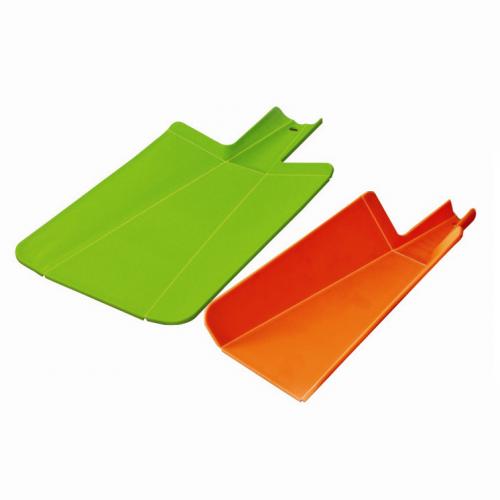 Разделочная доска с ножеточкой - 20х27смДоски разделочные<br>Гибкая разделочная доска со встроенной ножеточкой в двух красочных цветах – красный и зеленый – ждет вашего заказа! Теперь вы всегда сможете подточить лезвие ножа несколькими движениями и продолжать орудовать острым прибором. Ножеточка из карбида вольфрама со средней абразивностью.<br>